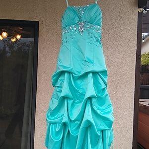 City studio size 3 prom dress